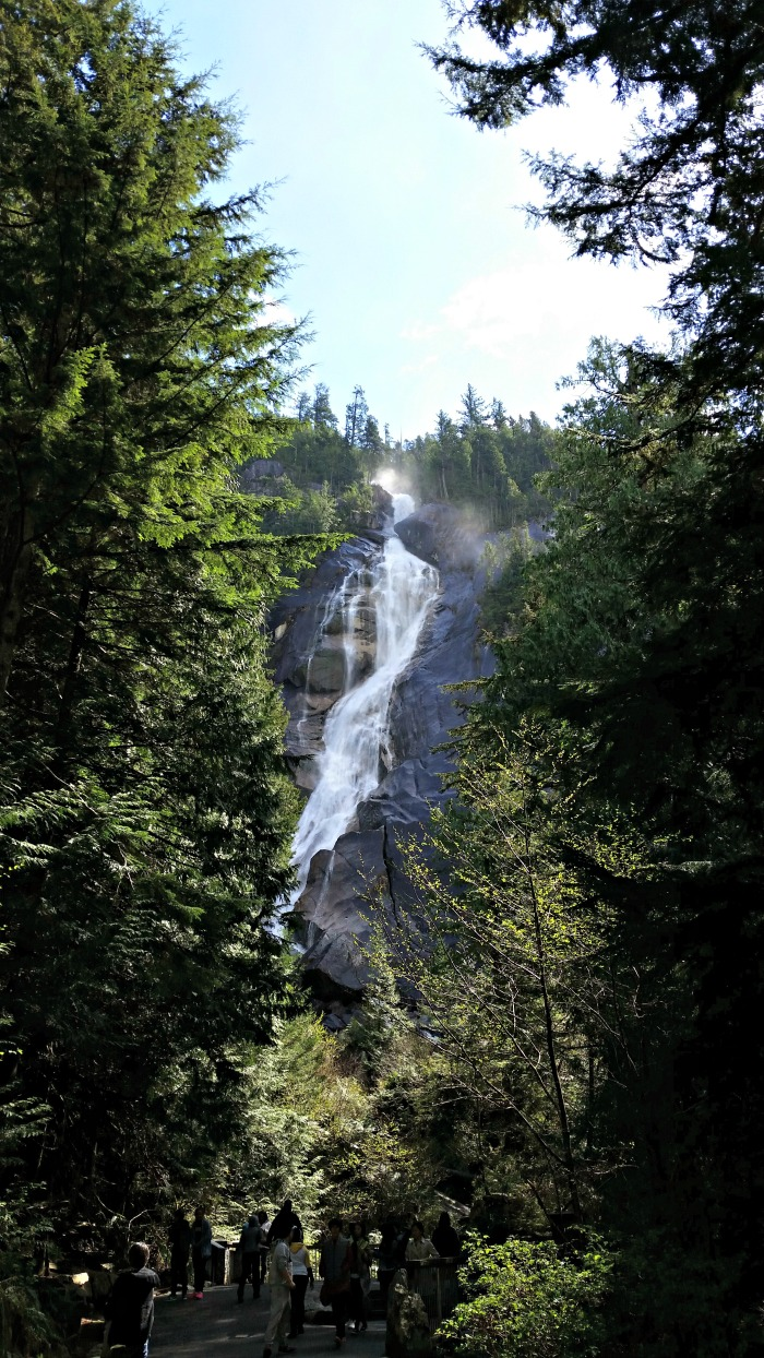 Shannon Falls, one of our favourite family-friend hikes around Greater Vancouver