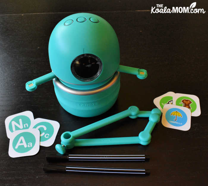 Quincy the Robot Artist has two magnetically attached arms and comes with two pens and 64 QR coded cards.