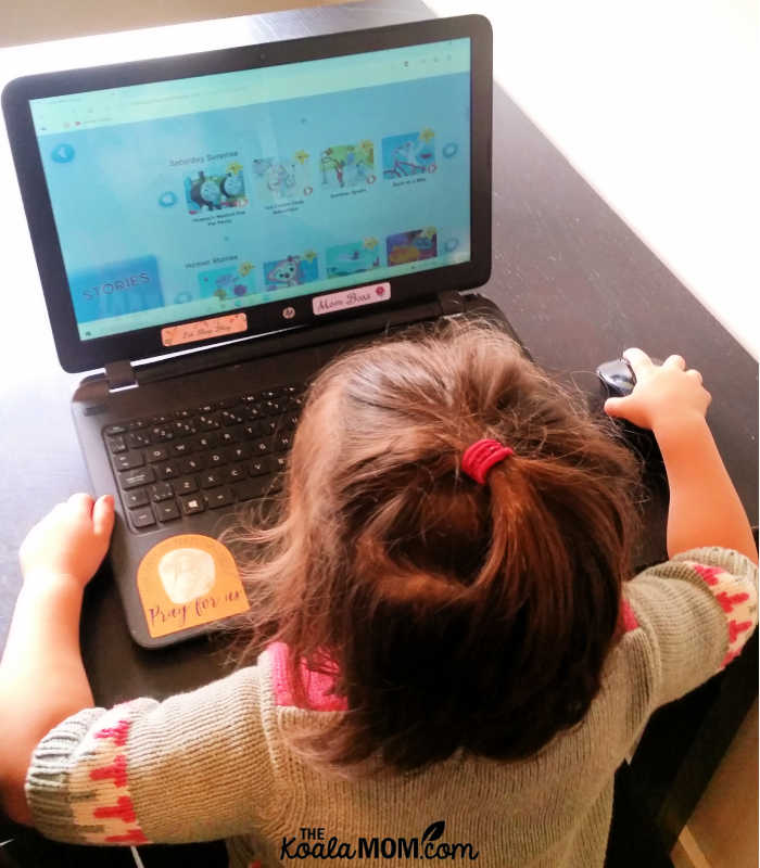 Preschooler learning to read using HOMER Reading online.