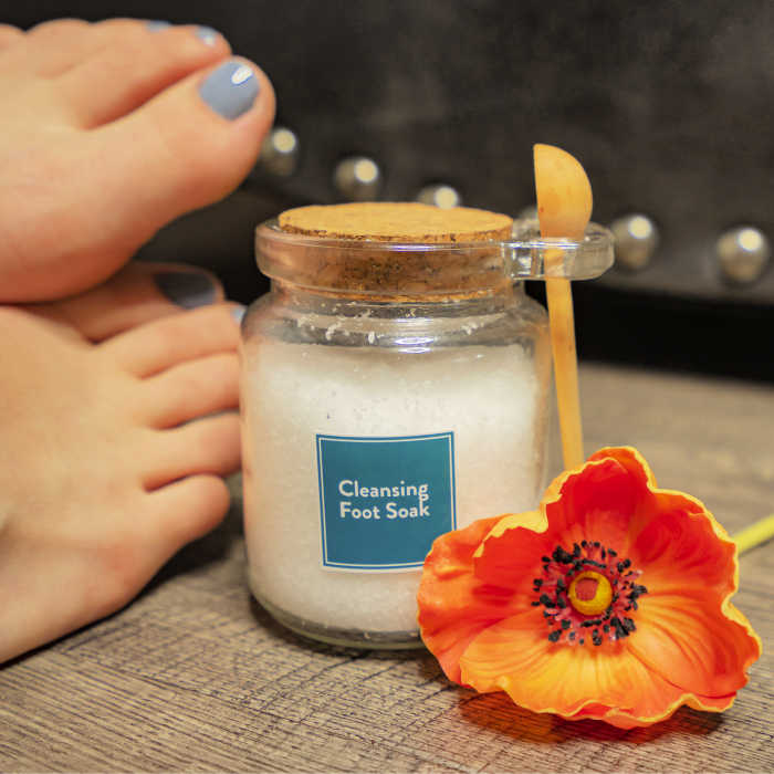 Make your own Cleansing Foot Soak with the October Simply Earth essential oils box.
