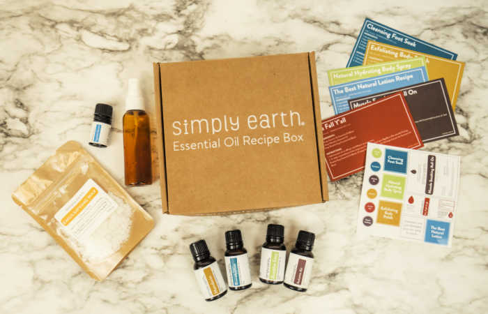 The October Simply Earth Essential Oil Recipe Box has everything you need to plan a spa day at home.